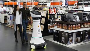 Seit Herbst 2016 zeigt Saturn auf der Ingolstädter Testfläche seine Version vom modernen Elektronikfachmarkt. Mit dabei ist Empfangsroboter Paul, der die Kunden auf Wunsch zu den gesuchten Produkten führt - Smalltalk inklusive. Der Roboter-Test auf der Einzelhandelsfläche läuft gemeinsam mit dem Fraunhofer Institut.