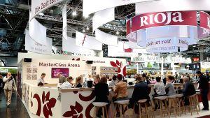 Mit neuen Besucher- und Ausstellerrekorden ist die Prowein 2017 zu Ende gegangen. Die weltgrößte Weinmesse spiegelt Gegenwart und Zukunft der Branche.