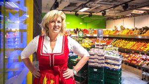 Im Münchener Hauptbahnhof betreibt Edeka-Kauffrau Christina Ernst seit Herbst 2016 einen kleinen, reinen SB-Supermarkt mit mehr als 10.000 Artikeln. Die Lage verspricht hohe Frequenzen, doch der Standort birgt einige Herausforderungen.