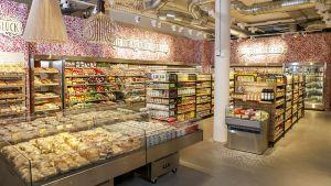 """Am 30. Mai startet die Coop Schweiz ihr neues Ladenkonzept """"Karma"""". Der Clou: Der 140 qm große SB-Shop mit kleiner Gastro-Ecke surft voll auf der Veggie-Welle. Auch das verspielte Ladendesign hebt sich von dem gängigen Supermarkt-Look ab."""