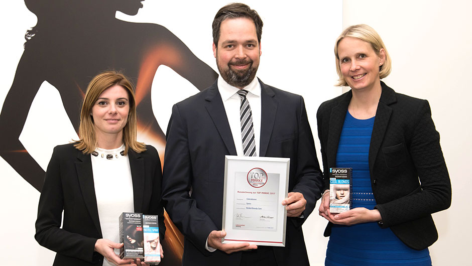 Henkel Beauty Care, Düsseldorf: Giulia Bottesini, Brand Manager Syoss Colorations, Florian Gröning, Sales Director, Stephanie Kuklinski, Head of Colorations (v.l.).