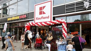 Ganz zentral am Alexanderplatz hat Kaufland Anfang August 2017 seine 30. Berliner Filiale eröffnet.