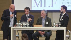 Herbert Sütterlin (2.v.r.) und seine Söhne Benedikt und Maximilian (r.) begrüßen mit MLF-Geschäftsführer Michael Gerling (l.) ihre Gäste bei der Herbsttagung der Mittelständischen Lebensmittelfilialbetriebe (MLF) Ende September in Aachen. Gemeinsam betreibt die Familie Sütterlin zwei Hit-Märkte in Aachen.