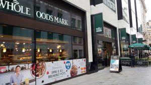 In der Glasshouse Street, unweit des bekannten Piccadilly Circus, ist Whole Foods ganz zentral in der britischen Hauptstadt London vertreten. Der Standort ist einer von insgesamt neun Filialen, mit denen der Bio-Händler auf der Insel präsent ist.