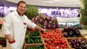 """Nach 25 Jahren Handelskarriere bei Edeka Hieber eröffnet Rocco Capurso 2015 in Weinstadt-Endersbach seinen ersten eigenen Markt. Sein Erfolgsrezept: """"Absolute Warenfrische, höchste Qualität von A bis Z und ein topmotiviertes Team"""", skizziert der 42-jährige Kaufmann sein Händlercredo."""