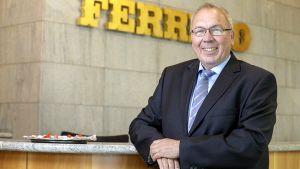 Der Erfolg des Herstellers Ferrero in Deutschland sowie die positive Entwicklung der Süßwarenindustrie insgesamt trägt die Handschrift von Harm Humburg. Seit 32 Jahren arbeitet der Manager für den italienischen Süßwarenkonzern in Frankfurt.