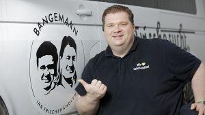 Als Händler zur Marke werden - der Spagat zwischen Zentral- und Self-Branding gelingt den Edeka-Kaufleuten Bastian und Martin Bangemann. Die Kaufleute führen zwei Märkte im Rems-Murr-Kreis bei Stuttgart.
