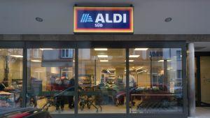 Im Frankfurter Stadtteil Bockenheim hat Aldi Süd am Rosenmontag 2018 eine ganz untypische Filiale eröffnet. Sie ist mit 500 qm weniger als halb so groß wie der neue Aldi-Standard. Darüber hinaus rückt der Discounter bei seinem jüngsten Markt von alten Tugenden ab.
