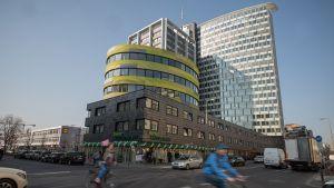 """Bio Company hat Anfang April in Berlin-Kreuzberg eine neue City-Filiale eröffnet. Die """"kleene Bio Company"""" liegt ebenerdig im Gebäude des """"Rocket Towers"""", in dem das Startup-Unternehmen Rocket Internet Hauptmieter ist. Die Filiale liegt außerdem nah bei den Verlagshäusern der taz und Axel Springer."""
