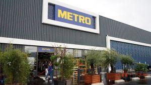 In Frankreich hat Metro mehrere Kompaktfilialen eröffnet - in Supermarktgröße, mit reduziertem Sortiment und voller Retail-Technik. Mit diesem flexibleren Konzept will der Großhändler auch räumlich näher an seine Kunden rücken.
