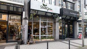 """Toom Baumarkt mitten in der Innenstadt – seit Mitte April 2018 ist das in der Breiten Straße in Köln Realität. Unter dem Banner """"Stadtgrün"""" hat das Handelsunternehmen für die kommenden Monate einen Laden eröffnet. Dort finden Kunden mehr als 120 Produkte für Hobbygärtner in der Stadt."""