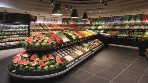Eine Paradeabteilung ist die Fläche für Obst und Gemüse gleich am Markteingang. Der Kunde kann aus etwa 800 Artikeln auf 300 qm wählen.