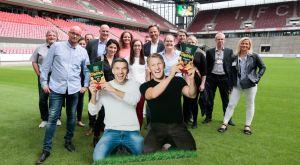 YBF-Gastgeber Intersnack hat die Teilnehmer zum Anpfiff der Veranstaltung ins Rhein-Energie-Stadion nach Köln eingeladen. Da dürfen die Markenbotschafter Poldi und Schweini nicht fehlen.