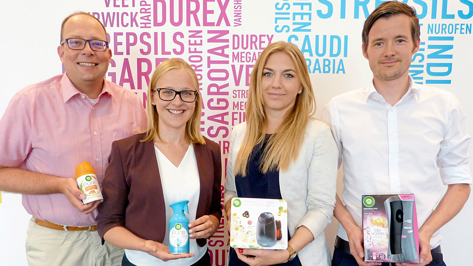 Reckitt Benckiser Deutschland GmbH, Heidelberg: Tom Niebergall, Sales Director Central Europe Health, Nicole Weindel, Trade Marketing Manager Air Wick, Linda Pielsticker, Brand Manager Air Wick, und Alexander Kern, Sales Director D-A-CH Hygiene Home (v.l.).