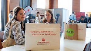 Die Teilnehmer sammeln viele Eindrücke und jede Menge Infomaterial über die Foodbranche.