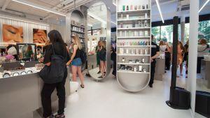 Zudem setzt der Händler stationär auf Erlebnis - Kunden können und sollen im Laden viel ausprobieren.