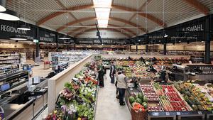 """Der neue Markt von Edeka Habig in Bad Soden-Salmünster präsentiert sich mit südländischem Ambiente und untypischer Ladenarchitektur. Kaufmann Manfred Habig hat für seinen jüngsten Standort den Namen """"Markthalle Palmusacker"""" gewählt."""