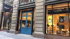 """In New York hat Ende September 2018 der erste sogenannte """"Amazon 4-star""""-Laden im hippen Viertel SoHo eröffnet. Der Laden spiegele wider, """"was Kunden auf Amazon kaufen und lieben"""", heißt es in der Ankündigung des Online-Riesen."""