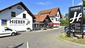 """Im Mai 2018 hat Edeka-Kaufmann Dieter Hieber im Müllheimer Ortsteil Niederweiler unter dem Label """"Lädele"""" seinen vierten Standort im Kompaktformat eröffnet. Der selbstständige Händler, der insgesamt 13 Standorte im Südwesten Deutschlands betreibt, hat den ehemaligen Nahkauf-Standort privatisiert und die nun eigene Immobilie von Grund auf neu gestaltet."""