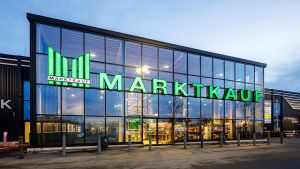 Die Großhandlung Edeka Rhein-Ruhr geht ähnlich wie andere Edeka-Regionan beim Umbau von Marktkauf-Flächen standortspezifisch vor. In ihrem Marktkauft in Münster-Gievenbeck will sie mit einem starken Food-Konzept punkten. Am 13. November eröffnete Edeka Rhein-Ruhr den individuell gestalteten Standort neu.
