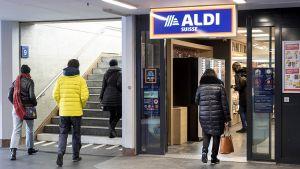 Weltweites Novum für Aldi Süd: Am Hochfrequenzstandort Bahnhof Lausanne hat Aldi Suisse eine nur 240 qm kleine Filiale eröffnet. Seit dem 21. Dezember 2018 betreibt der Discounter in der Bahnhofspassage seinen ersten Kompakt-Store direkt an den Bahngleisen. Herkömmliche Schweizer Aldi-Filialen sind viermal so groß.