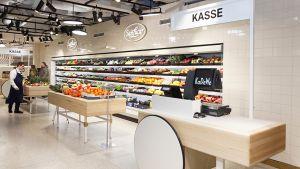 Gegenüber gibt es loses Obst und Gemüse vom Lieferanten.