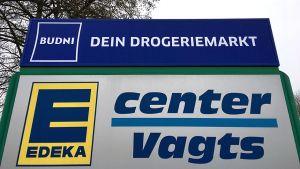 Die Lage ist ein Koppelstandort. Direkt nebenan führt der selbständige Edeka-Händler Joachim Vagts sein E-Center.