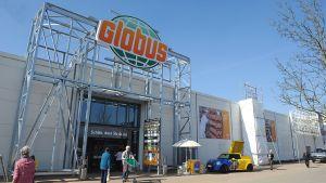 Seit Ende März 2019 betreibt Globus sein 47. SB-Warenhaus in Chemnitz. Mehr als ein Jahr lang hat der Händler den ehemaligen Toom-Markt  im Einkaufszentrum Neefepark im großen Stil umgebaut und rund 20 Mio. Euro investiert.
