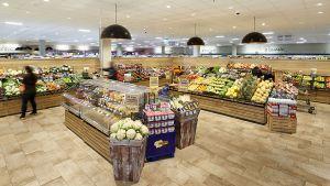 In Schömberg südlich von Pforzheim führt die Händlerfamilie Eitel einen neuen Verbrauchermarkt. Die Edekaner punkten mit einem großen und tiefen Sortiment, regionalen Frischeprodukten und einem klaren Ladendesign.