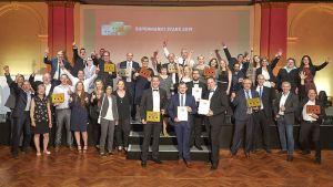 """Applaus, Applaus - die Besten der Branche freuen sich bei der Sieger-Party über die begehrte Auszeichnung """"Supermarkt Stars 2019""""."""