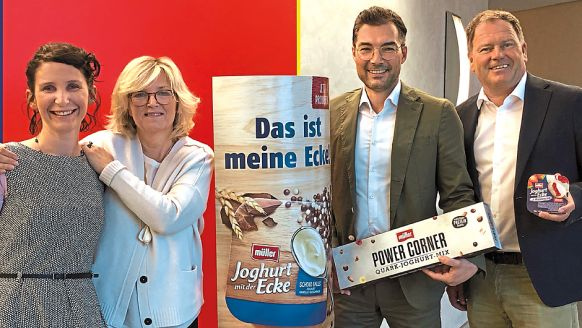 Molkerei Alois Müller GmbH & Co. KG, Fischach: Elen Gulde und Desiree Wunsch-Cantner, beide Senior Brand Manager Joghurt mit der Ecke, Athanasios Tsiolis, Head of Marketing Joghurt Brands, Kristian Rott, Sales Director D-A-CH (v.l.).