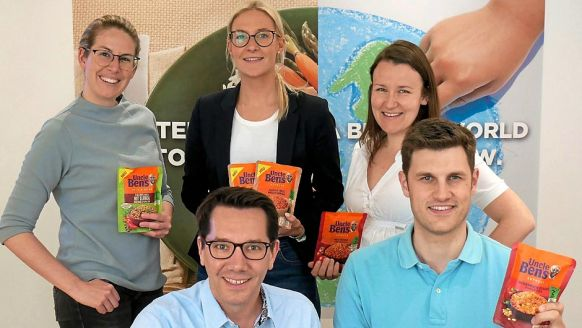 Mars Food, Verden: Helen Rodewyk, Sandra Quatmann und Annette Galvan Garcia, alle Brand-Manager (hinten, v.l. ) sowie Cai C. Danckwerts, Marketing & Category Director (vorne, l.), und Felix Roth, Activation Manager.