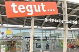 Der Tegut-Markt Fulda-Kaiserwiesen gehört mit einer Verkaufsfläche von 3200 Quadratmetern zu den größten Läden des Händlers und liegt nahe am Hauptsitz des Unternehmens.