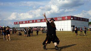 Mit seiner ersten Filiale auf einem Musikfestival lässt Kaufland es richtig krachen. Beim legendären Heavy-Metal-Fest in Wacken ist der Großflächendiscounter mit einer 2100 qm großen Zeltfiliale vertreten, die 1500 qm Verkaufsfläche bietet.