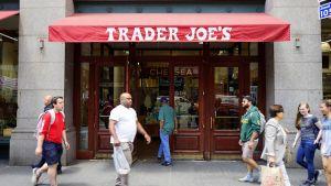 Aldi Nord hat mit seinem besonderen Konzept Trader Joe's mittlerweile Kultstatus in den USA erreicht. In New York sind die Essener an zahlreichen Standorten vertreten. Ein Besuch im Trader Joe's Chelsea in Manhattan.