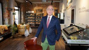 """Mitten im zähen Ringen um den Unternehmensverkauf stellt Real-Chef Patrick Müller-Sarmiento sein automatisiertes Store-Konzept auf 45 qm für die Innenstadt vor. """"Was Sie hier zu sehen bekommen, ist eine echte Weltneuheit"""", sagt er."""