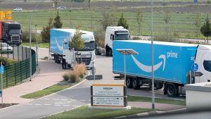 Hocheffizienz durch Hightech-Logistik – auch dafür steht Amazon. Wie das in der Praxis funktioniert und welche Strategien dahinterstecken, erfahren die Teilnehmer der Young Business Factory im Logistikzentrum des Händlers in Frankenthal.