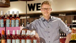 """Paul Penner führt in Geseke seit Mitte Juli 2018 seinen ersten eigenen Supermarkt auf 1400 qm. Davor war er Marktleiter beim Marktkauf Speicher in Halle/Westfalen - sein damaliges Team wurde von der Lebensmittel Zeitung direkt zum """"Team des Jahres"""" gekürt."""