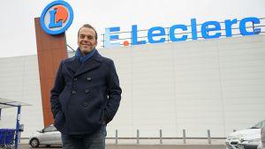 Thomas Pocher ist Lebensmittelhändler der Leclerc-Gruppe im nordfranzösischen Wattrelos. Ungewöhnlich aus deutscher Sicht ist, dass er ein Viertel seines Umsatzes er mit seinem Online-Handel nach dem Click & Collect-Prinzip macht.
