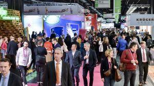 Pflichttermin für alle Snack- und Süßwarenmanager – die ISM in Köln. In ihrem 50. Jubiläumsjahr feiert die Weltleitmesse der Branche einen Ausstellerrekord und stellt neben dem Genuss Trends wie Veggie und Nachhaltigkeit in den Mittelpunkt.