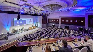 """Mehr als 800 Manager aus Handel und Konsumgüterindustrie kommen zum 58. MMM-Kongress für zwei Tage in München zusammen. Unter dem Motto """"Unternehmen als dritte Kraft"""" erörtert der Branchenverein mit verschiedenen Referenten die heutige Rolle der Unternehmen in der Gesellschaft."""