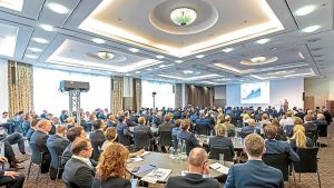 Rund 260 Manager der Mopro-Branche und Vertreter der Handelszentralen treffen sich in München zum Molkerei-Kongress von LZ und dfv Conference Group. Nachhaltigkeit von der Erzeugung bis zur Verpackung, Tierwohl und die zunehmende Bedeutung pflanzlicher Milchalternativen sind die beherrschenden Themen.