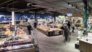 Im Einkaufszentrum Weserpark zeigt die Regionalgesellschaft Edeka Minden, wie sie sich die Zukunft der Großfläche vorstellt. Der 6800 qm große Markt, ein ehemaliger Real-Standort, ist als Blaupause denkbar für weitere Großflächen im städtischen Umfeld.