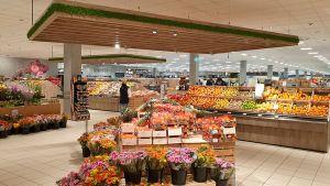 Los geht's aber mit Food. In der Obst- und Gemüseabteilung hat sich gegenüber dem alten Konzept einiges getan. Die Fläche wurde von hinten an den Markteingang verlegt und auf 500 qm verdoppelt.