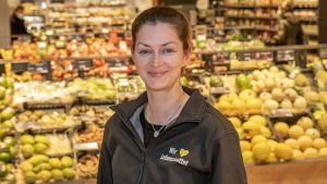 """Bislang betreibt die Stefanie Brehm fünf Märkte in der Hauptstadt. Für ihren Supermarkt an der Mahlsdorfer Straße hat die Berlinerin kürzlich den begehrten HDE-Preis """"Store of the Year"""" in der Kategorie Food bekommen."""