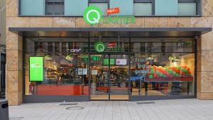 """Das in Fulda neu eröffnete Format """"Tegut Quartier"""" ist eine Mischung aus Convenience-Store und Nachbarschaftsladen, Service und Selbstbedienung. Mit Produkten aus eigener Herstellung, viel Frische, Bio und Veganem will sich der Händler an Orten mit hoher Frequenz positionieren."""