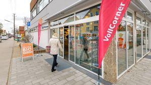 Der jüngst eröffnete Vollcorner Bio-Markt ist der zweite Standort außerhalb der Stadtgrenze. Neubiberg ist mit einer S-Bahnstation gut an die Innenstadt angeschlossen und verfügt über eine kaufkräftige Einwohnerstruktur.