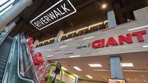 Mitten in Philadelphia hat die Ahold-Delhaize-Tochter Giant einen Flagship-Store eröffnet. Die Riverwalk-Filiale von Giant ist der erste zweistöckige Supermarkt des Lebensmittelhändlers in einem 25-stöckingen Wohnhaus.