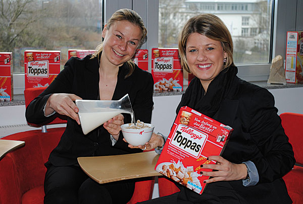 Julia Dronsch (l.), Marketing&Commercial Activation Director Germanics und Maren Herrmann (r.), Shopper Marketing Coordinator – beide bei Kellogg in Bremen.
