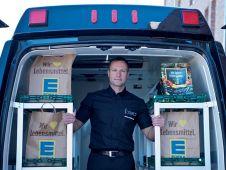 Der selbstständige Einzelhändler Ingolf Schubert hat seinen Onlineshop mit Lieferdienst komplett selbst entwickelt, von der Internetseite bis zum  Lieferwagen. In diesem Jahr visiert er 1,4 Mio. Euro Umsatz an, damit wäre der Shop profitabel.
